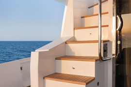 Azimut 80 - Stairs to Flybridge