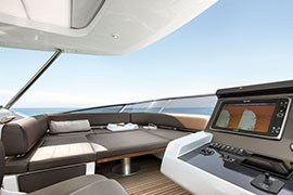 Azimut 80 - Flybridge Dinette Sunpad Version