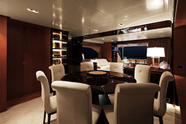 Azimut 88 - Dining Area