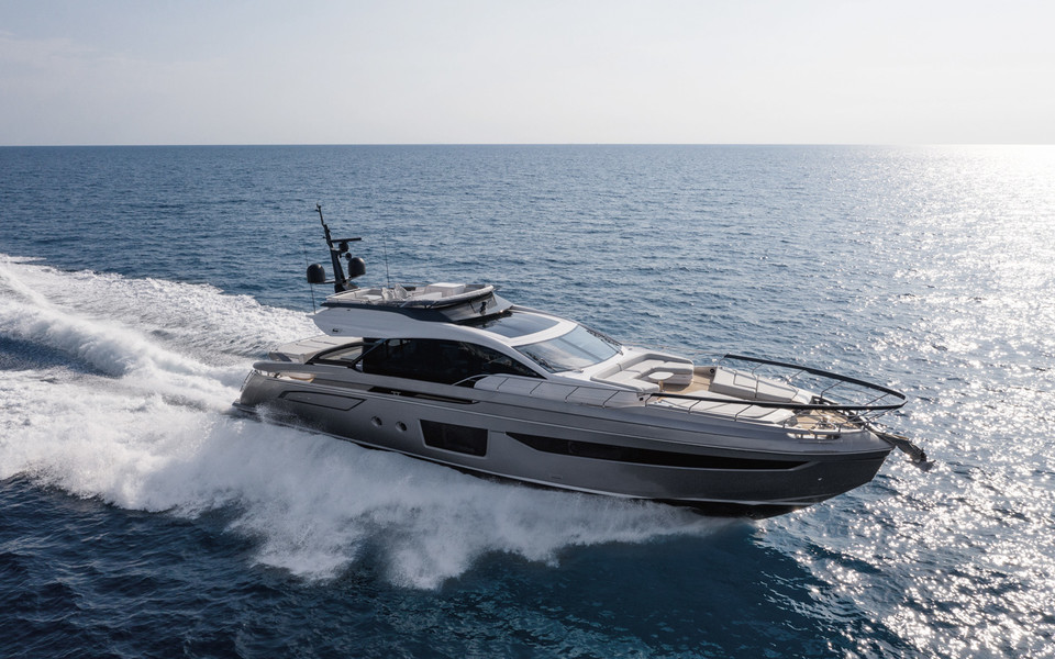Azimut S8, brimming with charm
